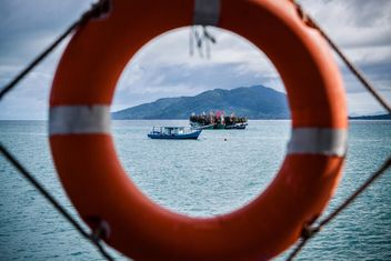 View of boats in the sea through the lifebuoy - image gratuit(e) #136305