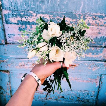 Bouquet of flowers in hand - бесплатный image #136595