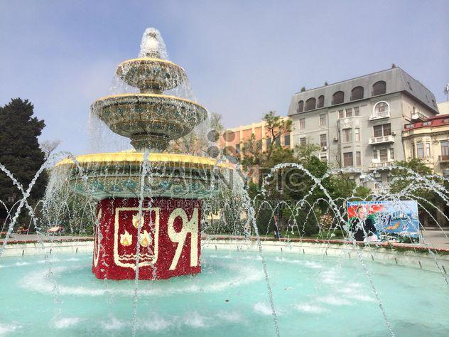 Fonte na praça em Baku - Free image #182755