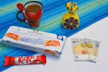 Cookies, chocolate, cup of coffee and money - image #182805 gratis
