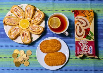 Sweet rolls, cup of tea and coins - Free image #182825