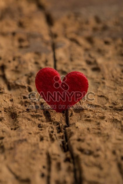 Red heart on wood - Free image #182985