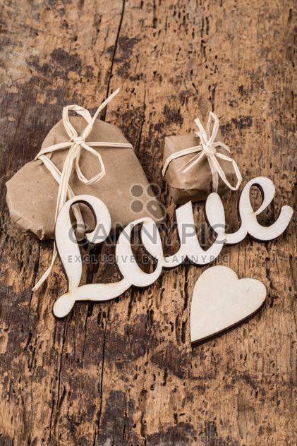 Pequeños regalos y la palabra amor - image #183005 gratis