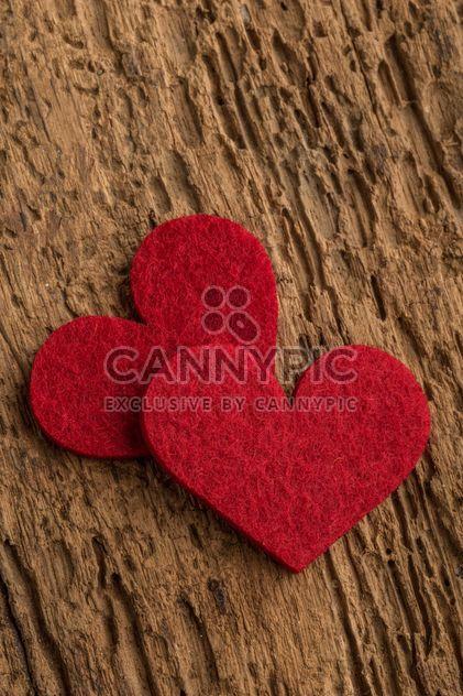 Rote Herzen auf Holz - Kostenloses image #183015