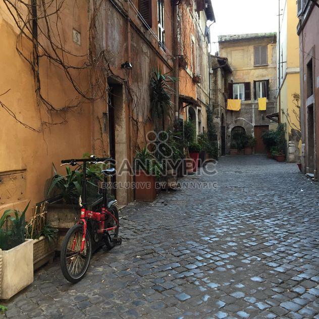 calle vacía de Roma - image #183135 gratis