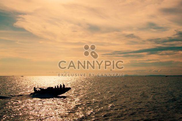 Barco en el agua - image #183405 gratis