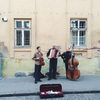 Musicians in the street - image #183715 gratis