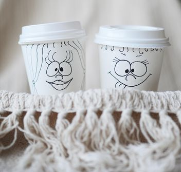 Paper cups with funny faces - image gratuit #183755