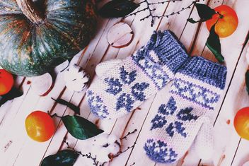 Tangerines, pumpkin and wool mittens - image gratuit #183765