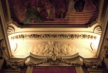 The ceiling in the palace - бесплатный image #183775