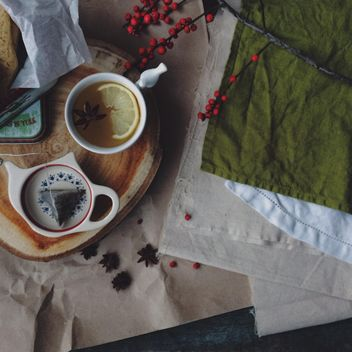 Cup of tea, rowan berries and napkins - бесплатный image #183825