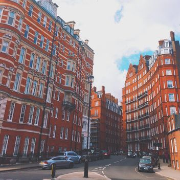 Houses and cars in center of London, England - бесплатный image #184055