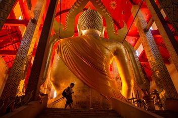 Big golden statue of buddha - image #184585 gratis