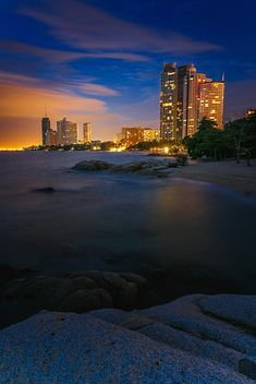 Pattaya beach at night - бесплатный image #186105