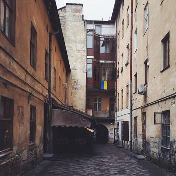 Houses in streets of Lviv - Kostenloses image #186155