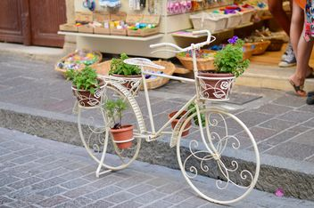 Decorative bike with flowers - image #186265 gratis