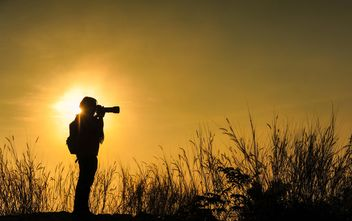 Photographer silhouette at sunset - image #186465 gratis
