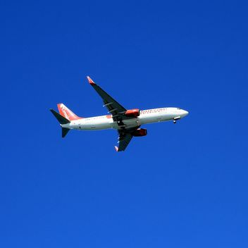 Airplane on background of sky - image #186645 gratis