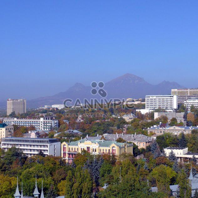 Blick auf Stadt Pjatigorsk und Berg Bestau - Free image #186725
