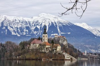 Castle on island in Bled lake - image #186895 gratis