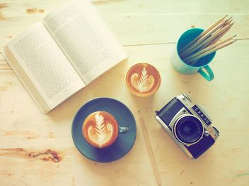 Coffee and classic camera - image #186975 gratis