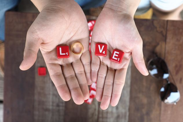 Word love of red cubes and wedding ring in hands - image gratuit #187155