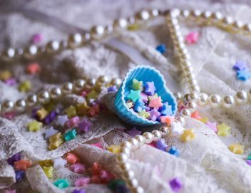 Vanilla still life with pearls and glitter - image gratuit #187185