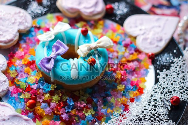 Doughnut decorated with bows - Free image #187195