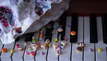 Decorated piano - Kostenloses image #187265