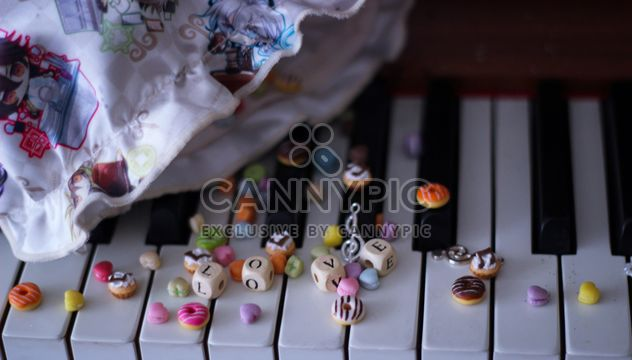 Decorated piano - Free image #187265