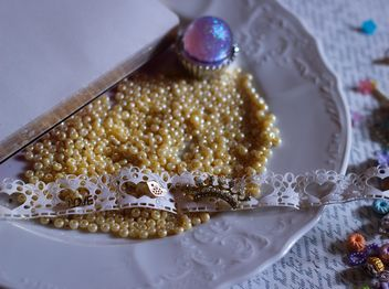 yellow beads in white plate - бесплатный image #187285