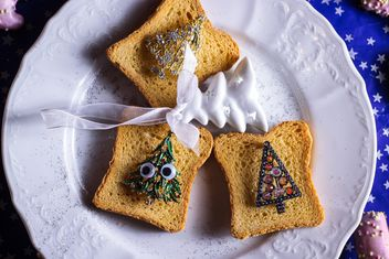 Toasts with Christmas decorations - image #187315 gratis