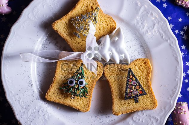 Toasts with Christmas decorations - Free image #187315