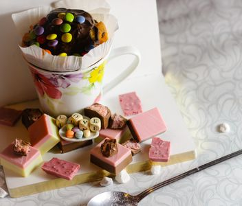 Cupcake, candies and cubes with letters - бесплатный image #187405