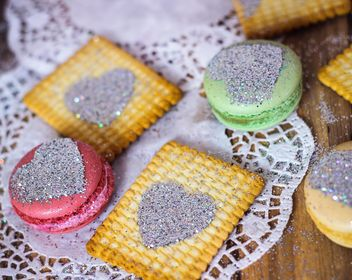 Colorful macaroons and cookies - image #187645 gratis