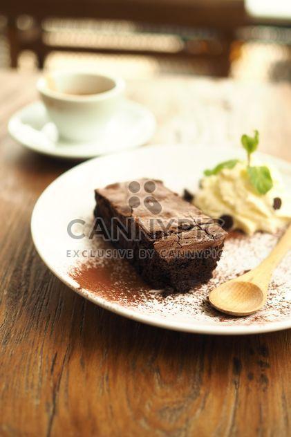Brownies en la textura de madera - image #197935 gratis