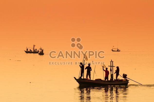 Pêcheurs sur un bateau - image gratuit #198035