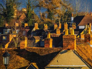 Roofs of brick cottages - image #198345 gratis