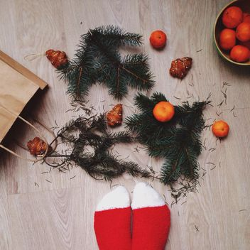 Christmas decorations, tangerines and fir branches - image #198435 gratis