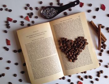 coffee beans on the open book - бесплатный image #198755