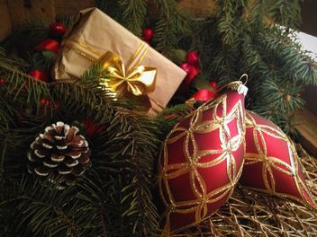 Beautiful red Christmas decorations - image #198795 gratis