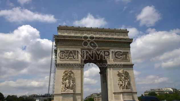 Arco do triunfo #oldcity #travel #europe #french #france #sky #clouds #tall #architecture #building #gate #carvings #sculpture #city #old #historical #landmark #famous #paris #facade #altstadt - Free image #199835