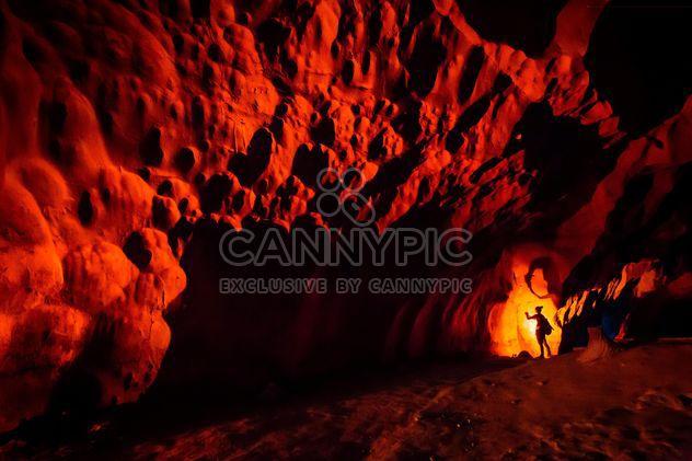 Impresionante cueva Tam Pha Nang Kloy - image #200345 gratis