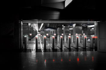 Turnstiles at subway station - image #200735 gratis