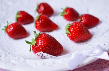 fresh strawberry in a dish - image gratuit(e) #201065
