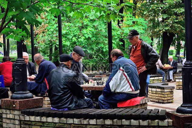 Мужчины играют в шахматы - бесплатный image #229435