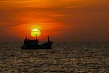 Silhouette of a ship - image gratuit #271855