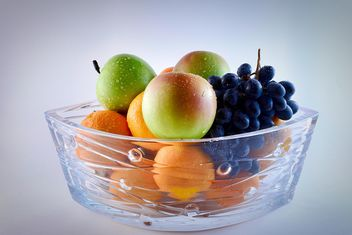 Grapes, apples and oranges in vase - image gratuit #271915