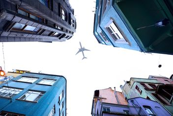 an airplane over Istanbul - бесплатный image #272315