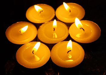 Burning yellow candles - image gratuit(e) #272605